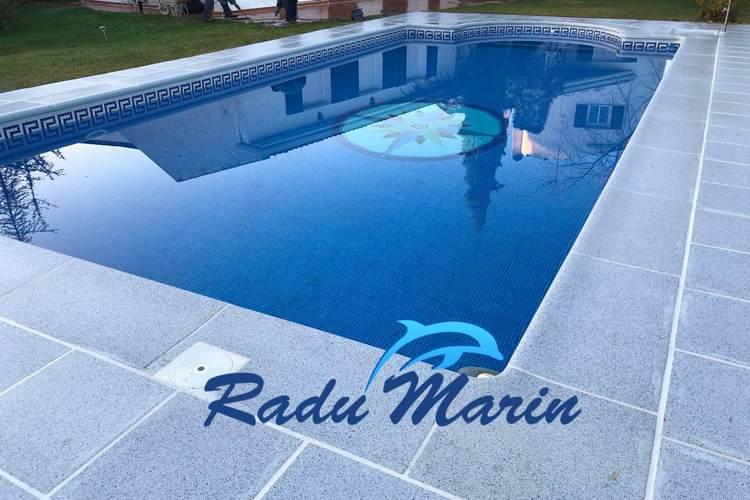Vistoso cambio en entorno de piscina