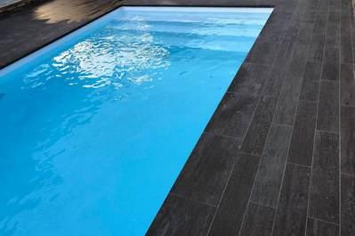 Solado de playa en piscina